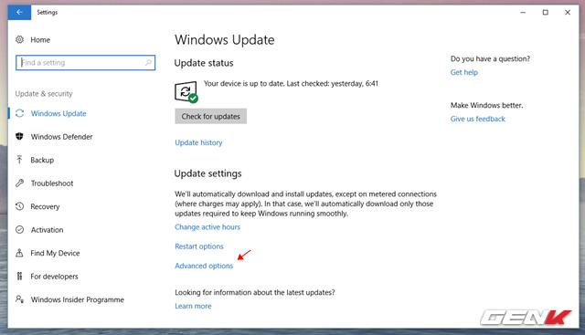 """Trong Update & Security, bạn hãy tìm đến nhóm thiết lập Windows Update và nhấp vào lựa chọn """"Advanced Options""""."""