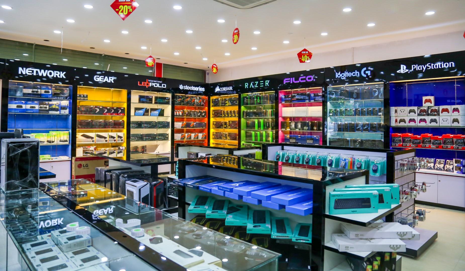 Tưng bừng khai trương showroom Nguyễn Văn Huyên, HanoiComputer ra mắt bộ  đôi máy tính tản nhiệt nước tuyệt đẹp