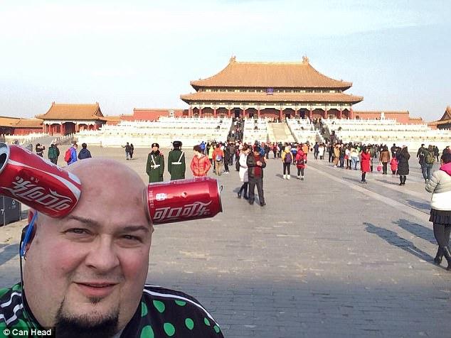 Keeton biểu diễn khả năng của mình trong chuyến xác lập kỷ lục Guiness tại Trung Quốc
