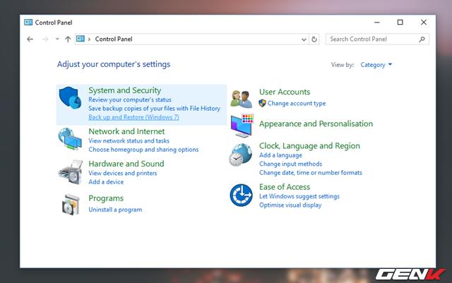 """Trong Control Panel, hãy nhấp vào lựa chọn """"Backup and Restore (Windows 7)""""."""