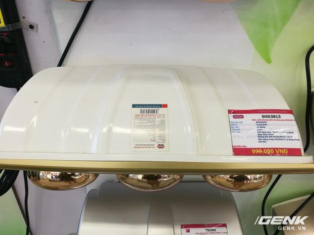 Chiếc đèn sưởi hồng ngoại 3 bóng của hãng Sunhouse có giá 1 triệu đồng