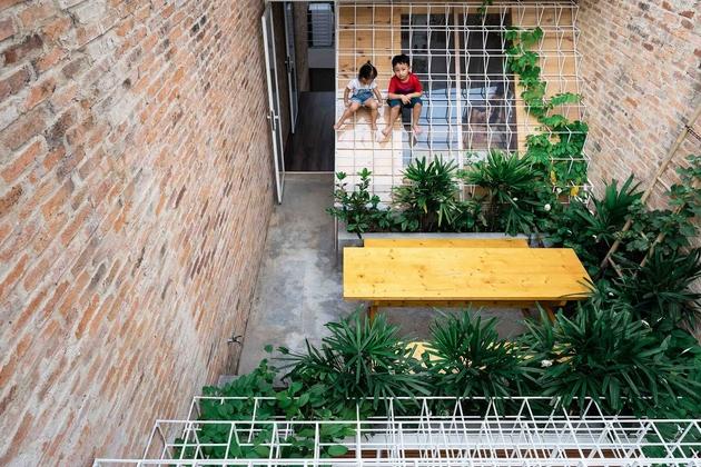 Lũ trẻ thỏa sức nô đùa trong không gian tầng thượng, cây cối, nắng gió sẽ là bạn của chúng.!