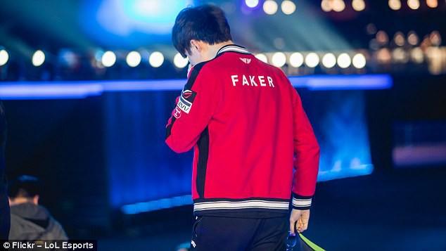 Game thủ Faker của đội SK Telecom T1 tiếc nuối và không ngừng khóc vì thua trận
