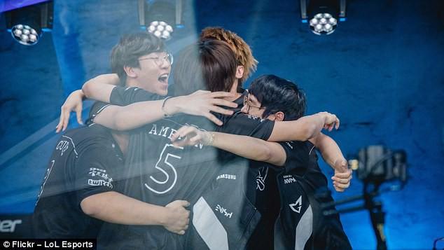 Đội Samsung Galaxy nhảy lên mừng rỡ vì đã chính thức soán ngôi SK Telecom T1