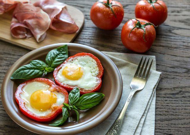 Ăn protein, chất béo và rau sẽ tự động đưa lượng carbohydrate tiêu thụ xuống mức thấp