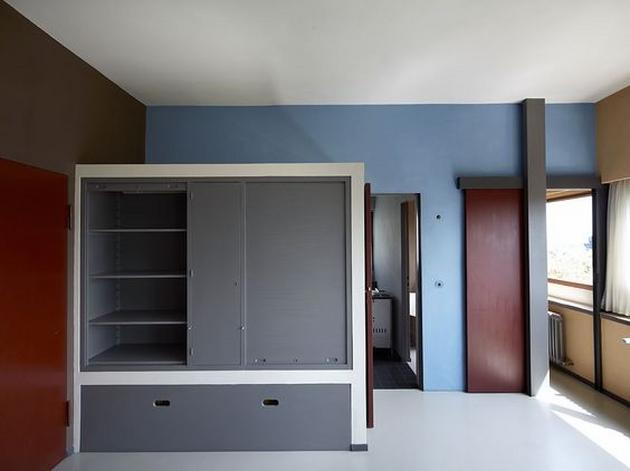 Với những ngôi nhà thuộc trường phái De Sijil của Hà Lan, tỷ lệ những mảng màu được lấy cảm hứng từ những bức tranh của Mondrian, tuy hài hòa nhưng không khỏi có cảm giác ngột ngạt do sắc độ các gam màu gây ra.