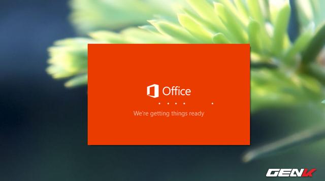 Office sẽ tiến hành quá trình cài đặt ngôn ngữ, có thể sẽ mất chút ít thời gian nên bạn cần đôi phút kiên nhẫn.