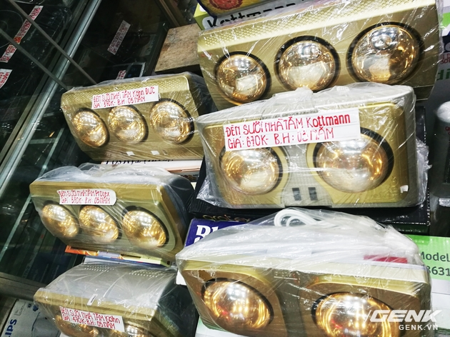Giá thành rất rẻ chỉ từ 470.000 đến 670.000 đồng cho loại 2 bóng và loại 3 bóng