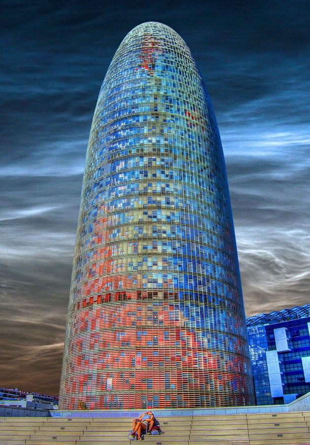 Torre Agbar tại Barcelona, Tây Ban Nha. Được thiết kế bởi kiến trúc sư Jean Nouvel.