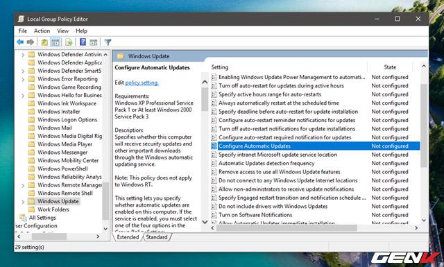 """Trong Local Group Policy Editor, hãy tìm đến """"Computer Configuration\Administrative Templates\Windows Components\Windows Update"""". Sau đó tìm và nhấp đôi chuột vào lựa chọn """"Configure Automatic Updates""""."""