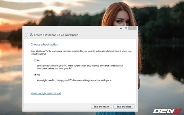 """Bước 9: Khi quá trình khởi tạo hoàn tất, Windows To Go sẽ hỏi bạn về thiết lập boot. Ở đây, nếu chọn """"Yes"""" thì thiết lập Windows Boot Manager trên máy tính sẽ tự động boot vào USB Windows 10 mỗi khi người dùng kết nối USB vào máy tính. Còn nếu chọn """"No"""", bạn sẽ phải thiết lập ưu tiên boot vào USB như bình thường."""