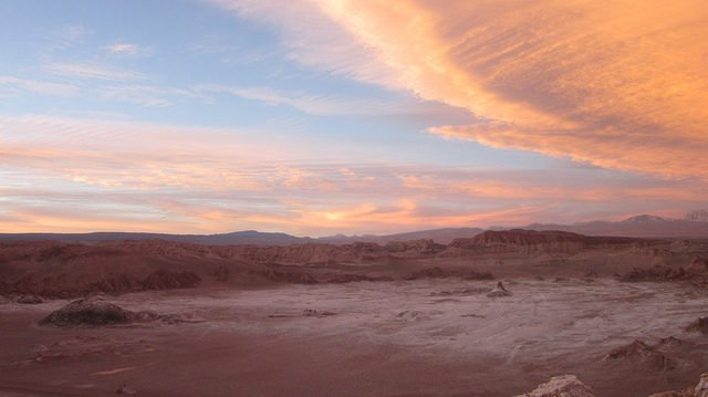 Atacama cách thị trấn Antofagasta 75 km về phía nam.