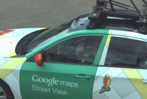 Tài xế xe Google Street View vẫy tay chào người đồng nghiệp bên kia chiến tuyến