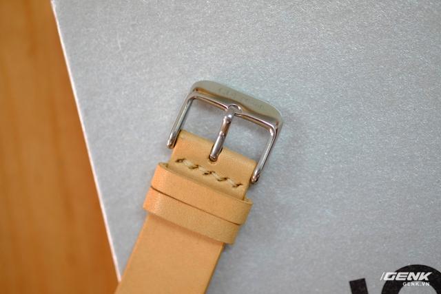 Phần khoá (buckle) là loại thông thường.