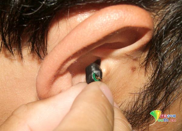 Hay tai nghe không dây như thế này, bán đầy rẫy ngoài chợ đen