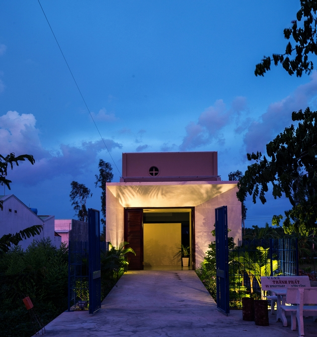 Ngôi nhà nằm e ấp trên 1 trục đường nhỏ tại huyện Trà Ôn, tỉnh Vĩnh Long.