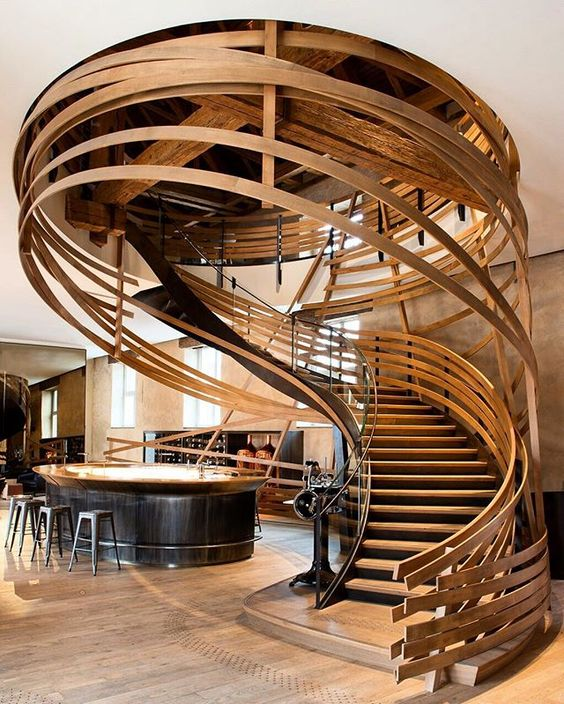 Phá vỡ mọi tư duy truyền thống về lan can cầu thang. Mẫu thang này mang lại ấn tượng thị giác mạnh mẽ cho người xem.