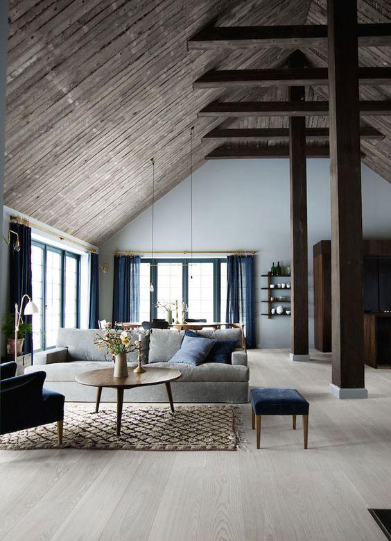 Nếu diện trần và kết cấu đã sử dụng màu tối của gỗ, bạn hãy thử với gam màu cà phê sữa với diện sàn.