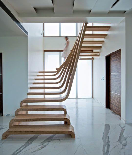 Những thiết kế thang không cổ bậc, chịu lực bằng ngàm thép, không dần cốn sẽ giúp không gian của bạn bớt nặng nề. Thiết kế thang này đòi hỏi người thợ phải có tay nghề cao, tỉ mỉ và cẩn thận tuyệt đối.