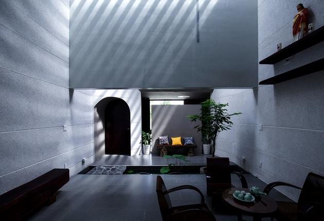 Một không gian kiến trúc, không nhất thiết phải quá lớn hay phô trương. Nó là sự hợp thành từ chất cảm bề mặt vật liệu, sự biến đổi của ánh sáng, màu sắc của thiên nhiên và âm thanh của sự tĩnh lặng.