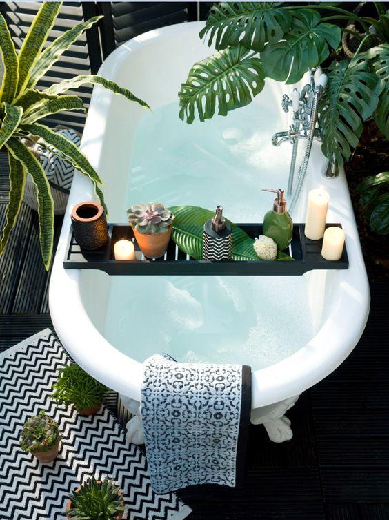 Một góc bồn tắm theo phong cách Tropical Style