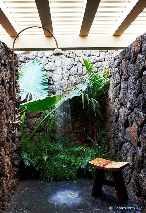 Thậm chí cả tường đá cho một phòng tắm bán lộ thiên như thế này. Thiên nhiên sẽ gần với bạn hơn bao giờ.