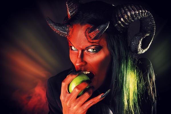 Apple được ví như con quái vật, một con quỷ tham lam tàn nhẫn.