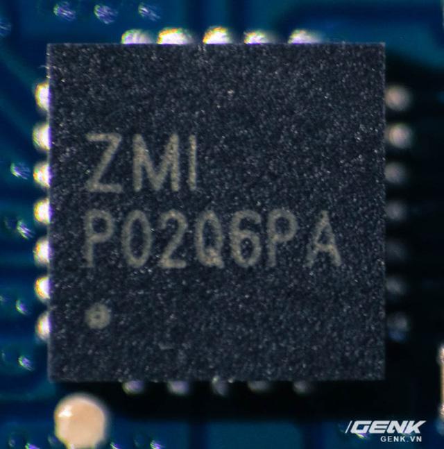 Hai con chip được Xiaomi sử dụng trên sạc dự phòng 10000mAh gen 2.