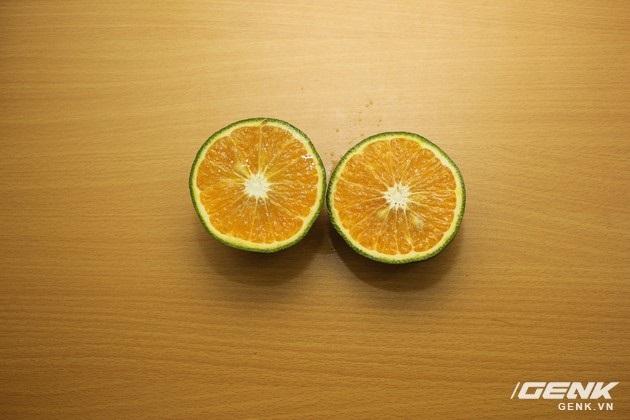 Hai nửa quả cam khi đã cắt đôi