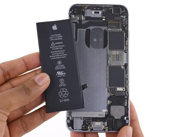 [CHÍNH THỨC] Apple đưa ra lý do tại sao họ làm chậm iPhone cũ: tất cả là tại cục pin, làm thế để trải nghiệm người dùng thoải mái hơn - Ảnh 1.