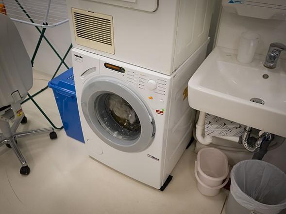 Hoặc nếu còn bẩn, các bạn có thể dùng... máy giặt. Đùa đấy!