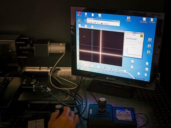 Sau khi điều chỉnh, thấu kính được kiểm tra lại, để đảm bảo rằng các phép đo MTF của nó nằm trong các thông số thiết kế trước khi tái lắp ráp lần cuối.