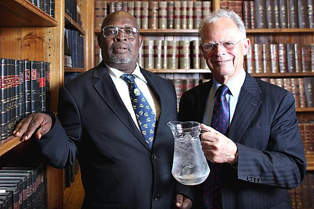 Erasto Mpemba và Denis Osborne.