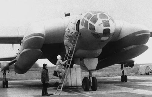 VVA-14 chuẩn bị cho đợt cất cánh thử nghiệm lần đầu tiên, năm 1972.