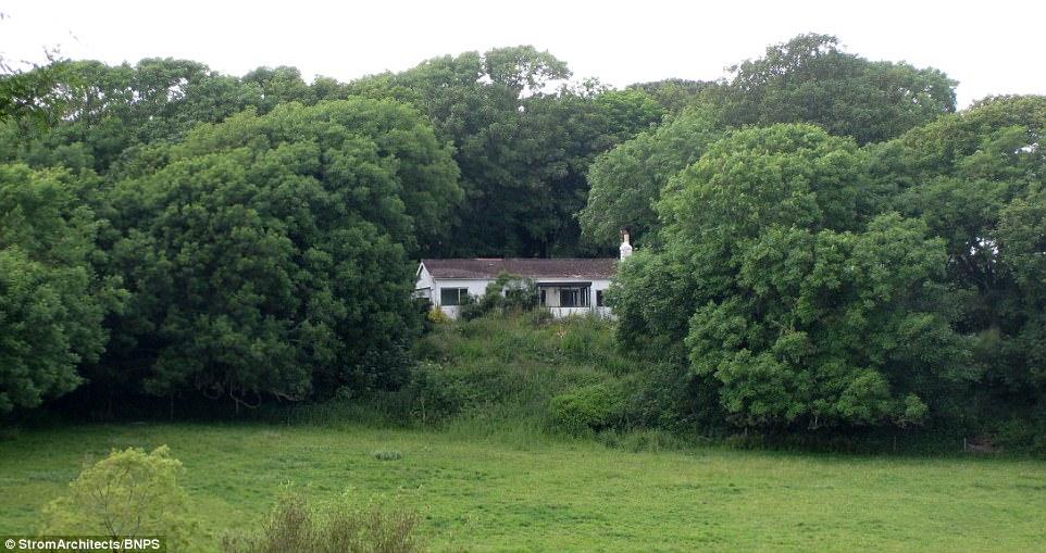 Thấy được tiềm năng, dù cũ kỹ nhưng vợ chồng nhà Denton đã không ngần ngại bỏ ra 400.000 bảng Anh mua lại ngôi nhà này từ năm 2013