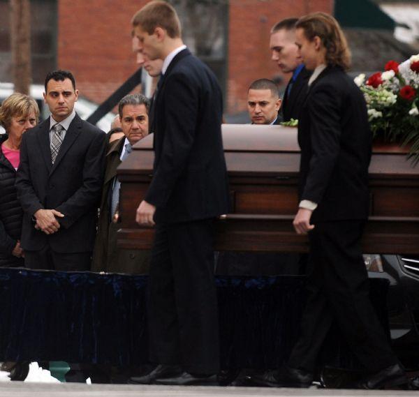 Kẻ thủ ác điềm nhiên tổ chức đám tang cho vợ trước khi cảnh sát có đủ bằng chứng để truy tố