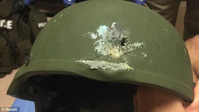 Mũ bảo hiểm của quân đội không phải vật để trưng bày, nó chính là thần hộ mệnh