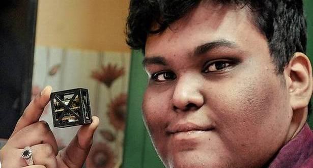 Rifath Shaarook, cậu học sinh 18 tuổi, đã thiết kế được vệ tinh nhẹ nhất thế giới.