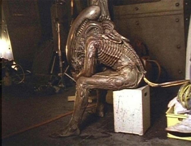 Còn Aliens đáng sợ có lẽ đang cần nghỉ ngơi một chút sau cảnh quay dài
