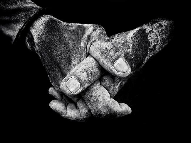 """Giải nhất thuộc về nhiếp ảnh gia Brendan Ó Sé, một giáo viên đại học và giáo viên sư phạm tại Cork, Ireland. Tác phẩm """"Công nhân xưởng tàu"""" được ông chụp tại Jakarta vào tháng 4/2016 bằng iPhone 6s"""