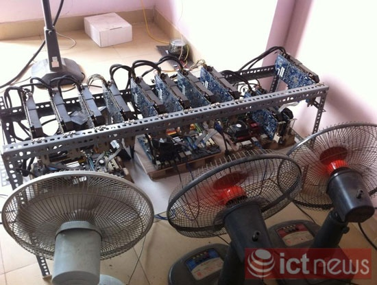 Một dàn máy đào Bitcoin tại Việt Nam