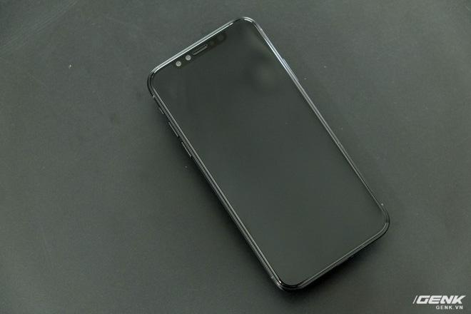 Phần mặt trước của iPhone X sẽ đẹp hơn khi được làm đen hoàn toàn