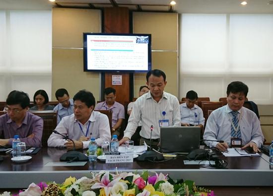 Ông Nguyễn Thanh Tuyên, Phó Vụ trưởng Vụ CNTT - Bộ TT&TT chia sẻ với báo chí về những điểm mới và nội dung thông tin cơ bản của Sách Trắng CNTT-TT Việt Nam 2017 tại lễ công bố phát hành ấn phẩm này diễn ra chiều 19/9.