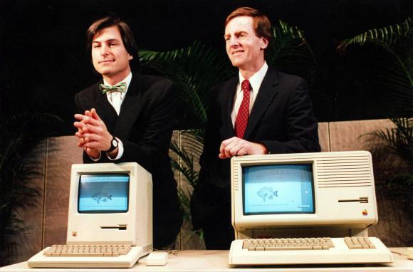 Cựu giám đốc điều hành của Apple, ông John Sculley (bên phải) đã nhìn thấy trước tương lai công nghệ từ cách đây 30 năm.