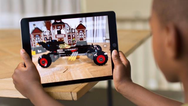 Các thiết bị phần cứng của Apple thành công một phần nhờ có hệ sinh thái và phần mềm hấp dẫn.