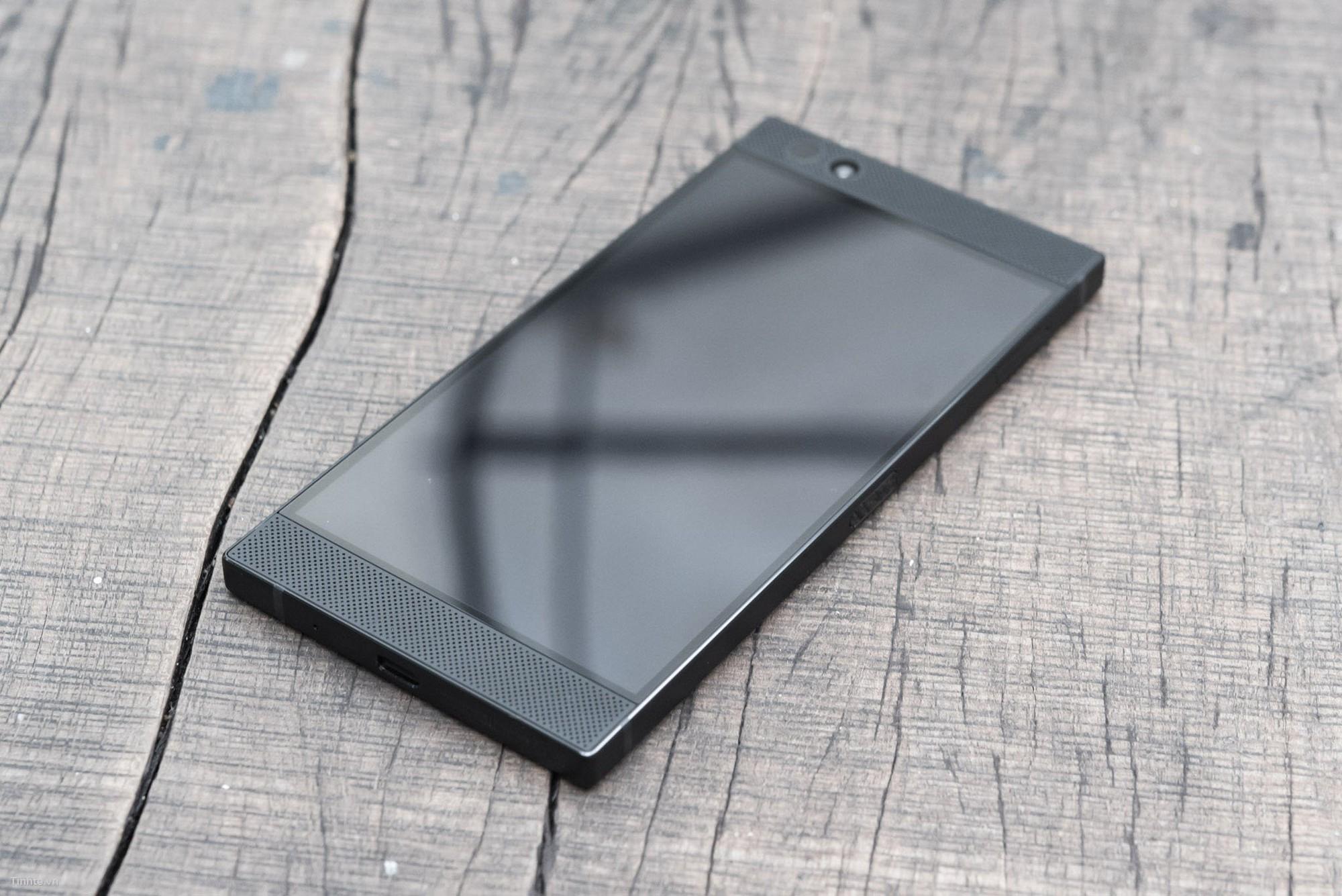 Đang tải Tinhte.vn_RazerPhone-1.jpg…