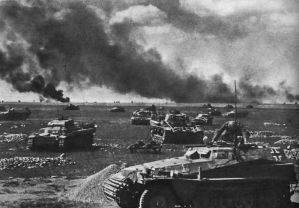 Trận Kursck (1943) là trận tank chiến lớn nhất trong lịch sử nhân loại, huy động hơn một vạn xe tăng quần thảo trong 3 tháng bước ngoặt của Chiến tranh thế giới thứ II