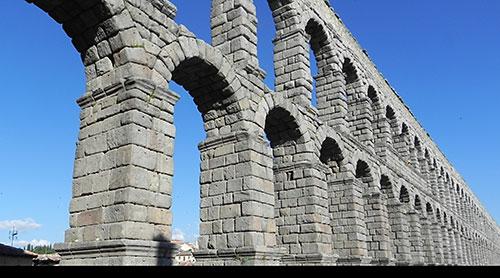 Bức tường này đã tồn tại hàng ngàn năm trước khi bê tông hiện đại ra đời.