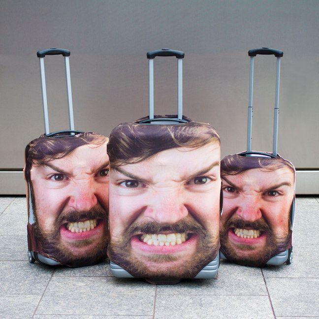 Với khuôn mặt giận dữ này, bạn sẽ chẳng phải lo lắng về những kẻ có ý đồ xấu với vali của mình nữa. Ngoài ra, bạn cũng có thể in hình khuôn mặt của bất kỳ ai mà bạn muốn