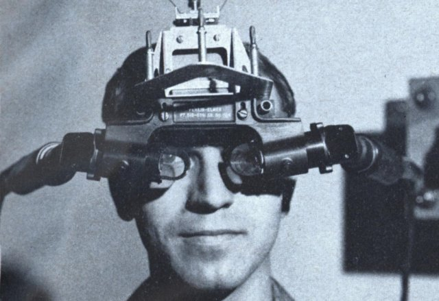 Sword of Damocles, thiết bị thực tế đầu tiên có mặt vào khoảng năm 1968. Và công nghệ thực tế ảo ngày càng trở nên hấp dẫn hơn trong thập kỷ qua.